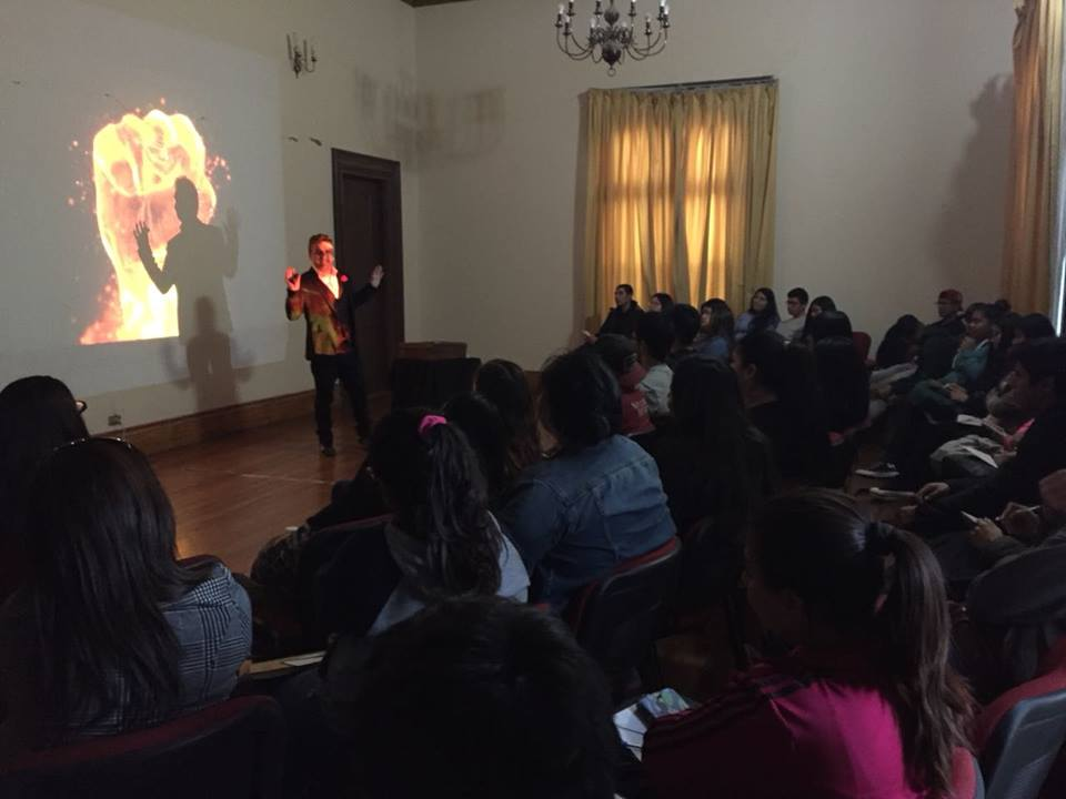 Alumnos becados de Minera Candelaria participaron de taller sobre presentaciones efectivas