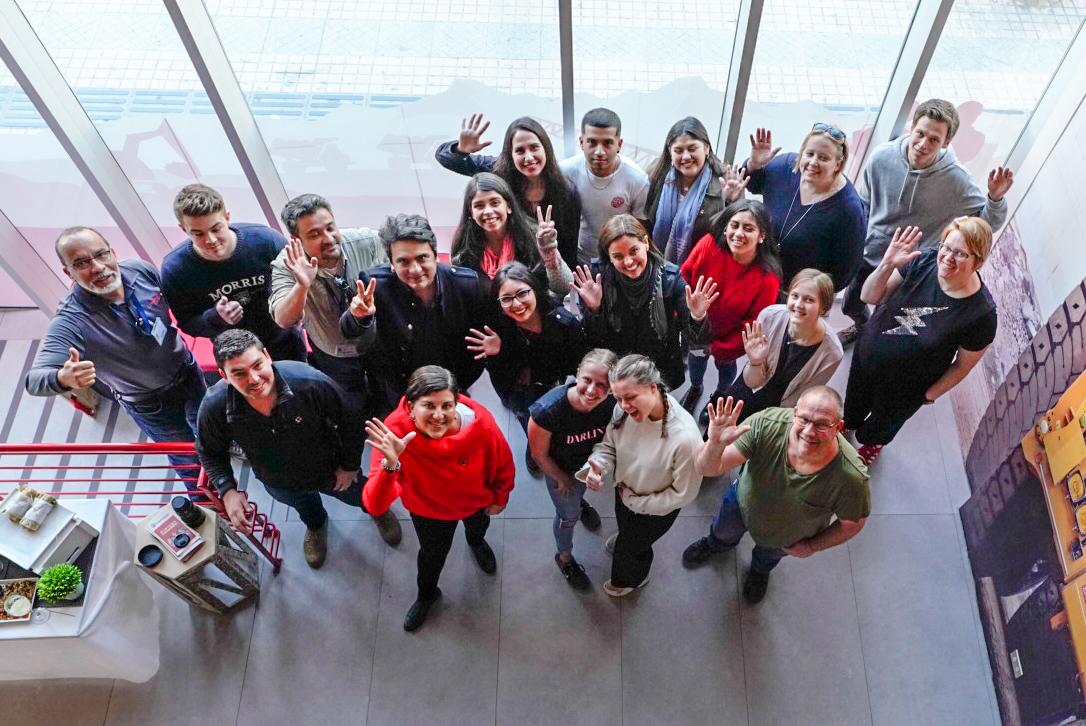 Becarios de minera Candelaria participan en encuentro con alumnos internacionales