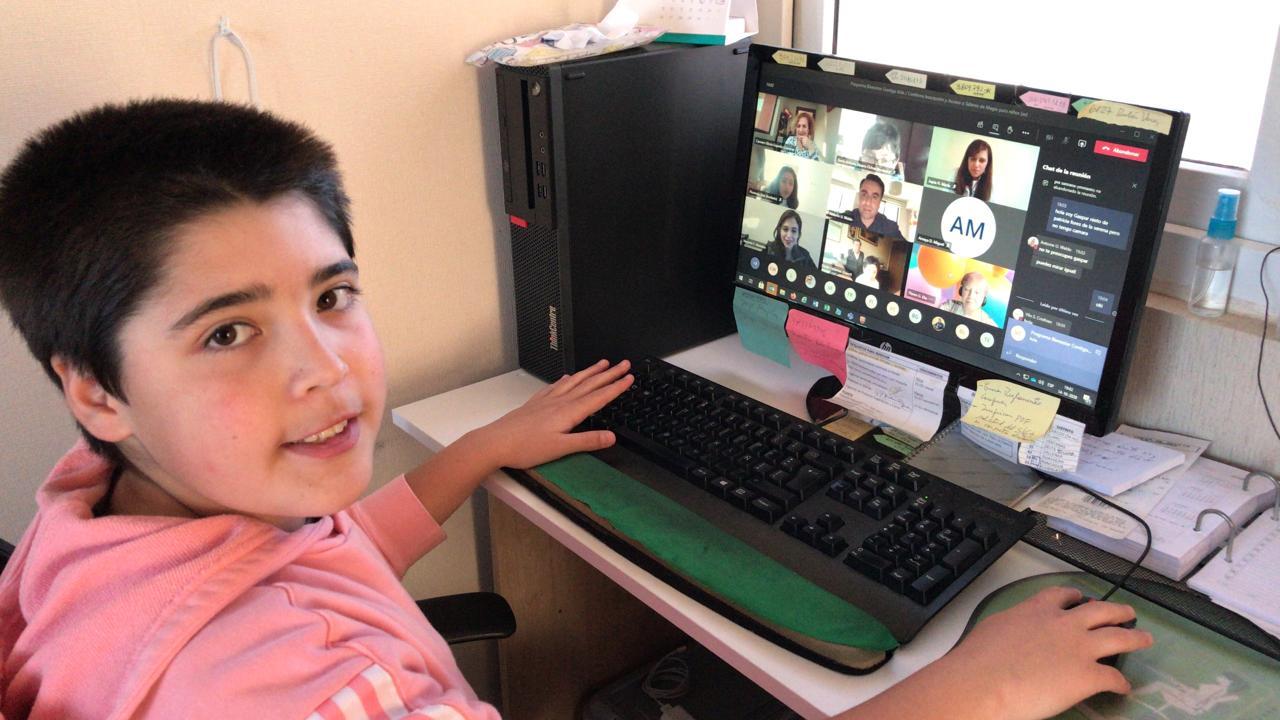 Hijos de trabajadores de ENAMI potencian su creatividad con talleres de magia online